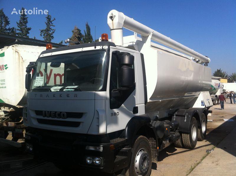 camion silo IVECO Trakker nuovo