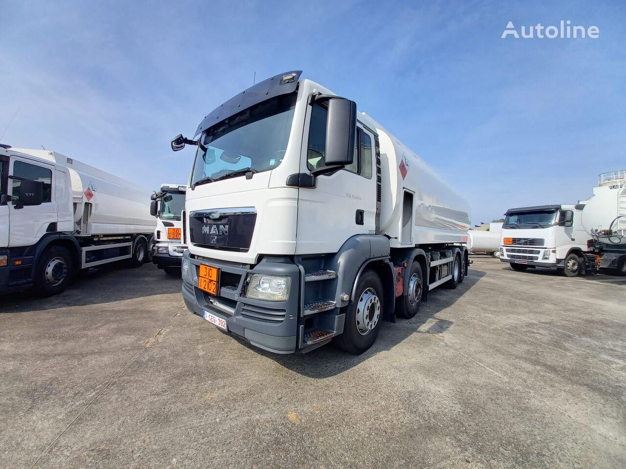 camion trasporto carburante MAN