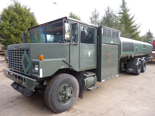 camion trasporto carburante Oshkosh aircraft refueler