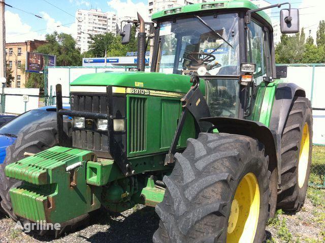 trattore gommato JOHN DEERE 6910