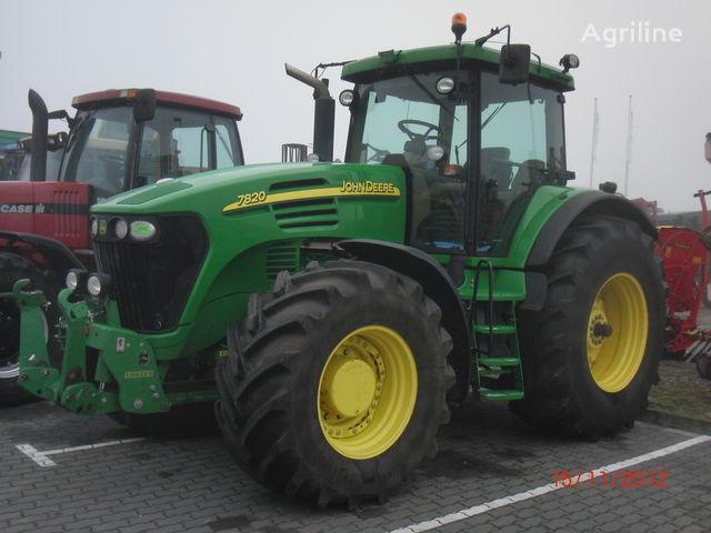 trattore gommato JOHN DEERE 7820
