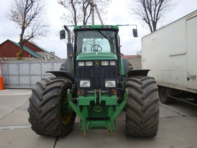 trattore gommato JOHN DEERE 8400