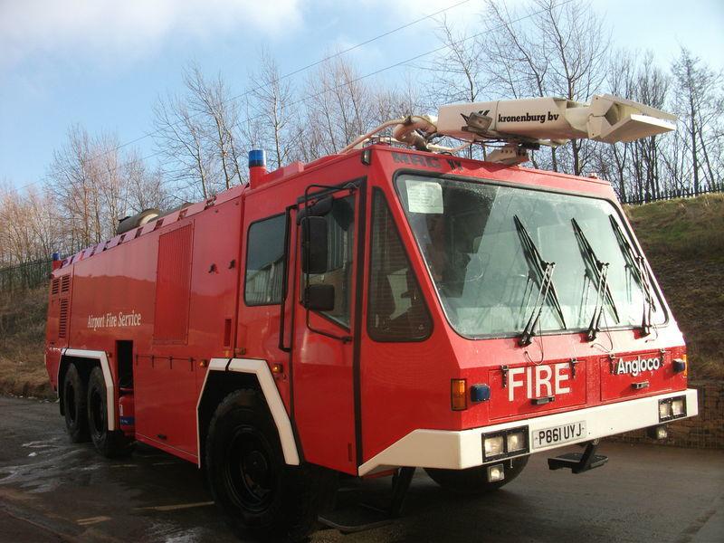 Veicolo di soccorso antincendio per aerei Angloco / KRONENBURG 6X6