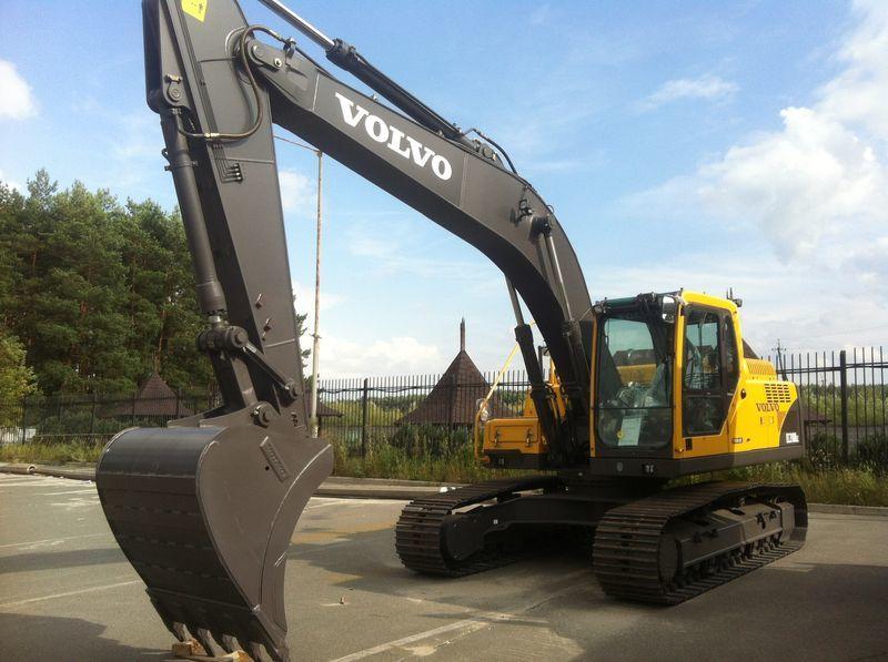 escavatore cingolato VOLVO EC210B nuovo