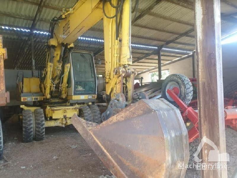 escavatore gommato LIEBHERR A 902 LITRONIC