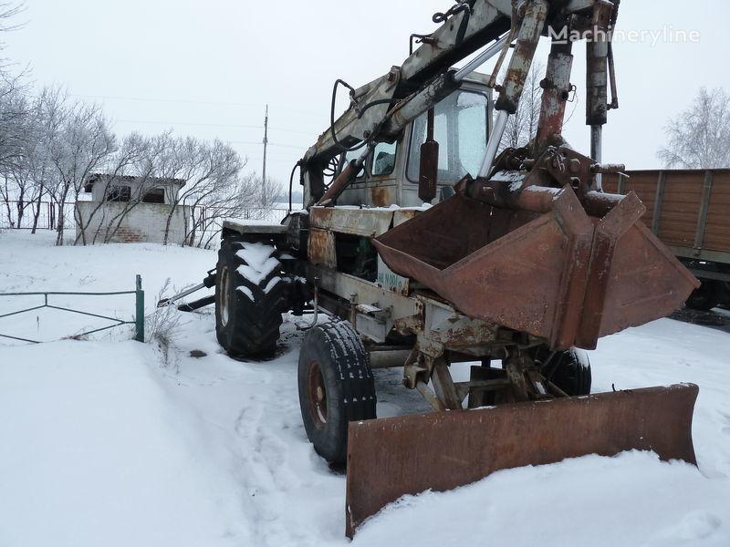 escavatore gommato PEA 1