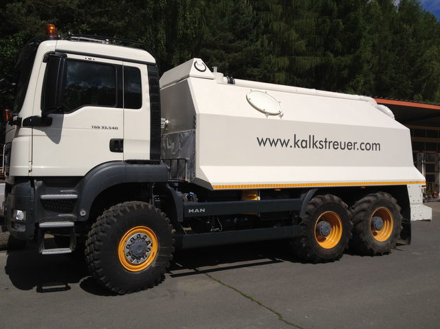 stabilizzazione di terreno MAN spreader for laim or cement TGS 33.440 - 6x6