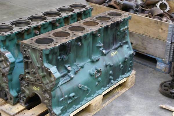blocco cilindri per altre macchine edili VOLVO D 12 C