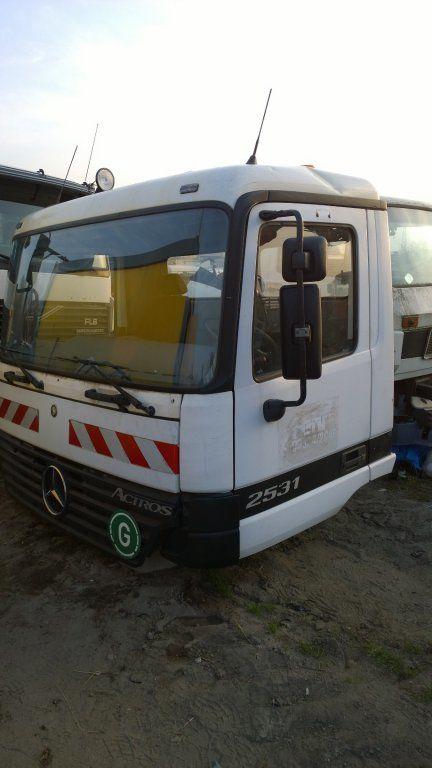 cabina per camion MERCEDES-BENZ Actros Budowlana dzienna 11500 zl