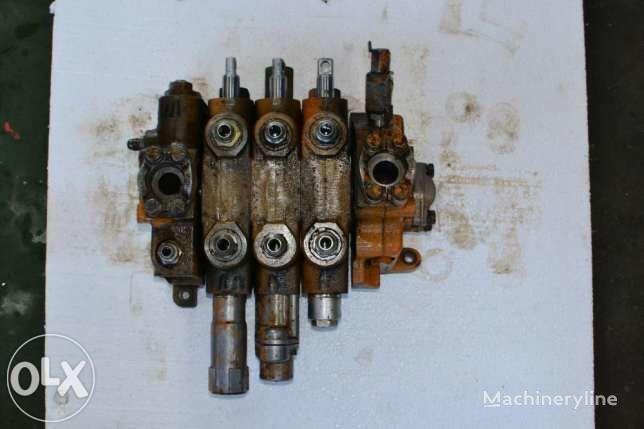 distributore idraulico per terna Case 595