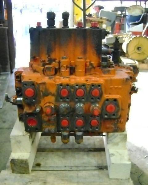 distributore idraulico per escavatore FIAT-HITACHI FH 200.3