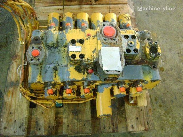 distributore idraulico  D per escavatore LIEBHERR 942