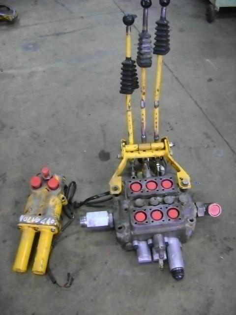 distributore idraulico per pala gommata VOLVO 4400