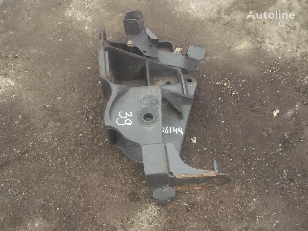 elementi di fissaggio  Kronshteyn krepleniya peredney ressory RH Renault per camion