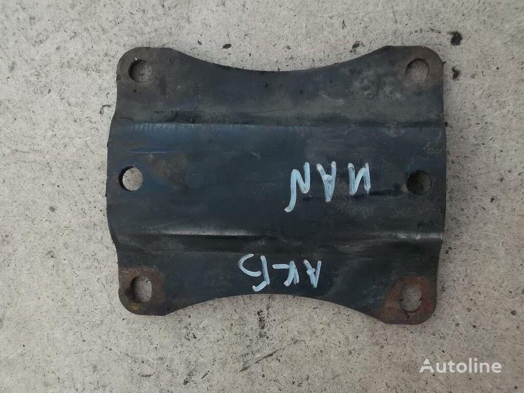 elementi di fissaggio  Promezhutochnyy derzhatel akkumulyatornogo yashchika MAN per camion