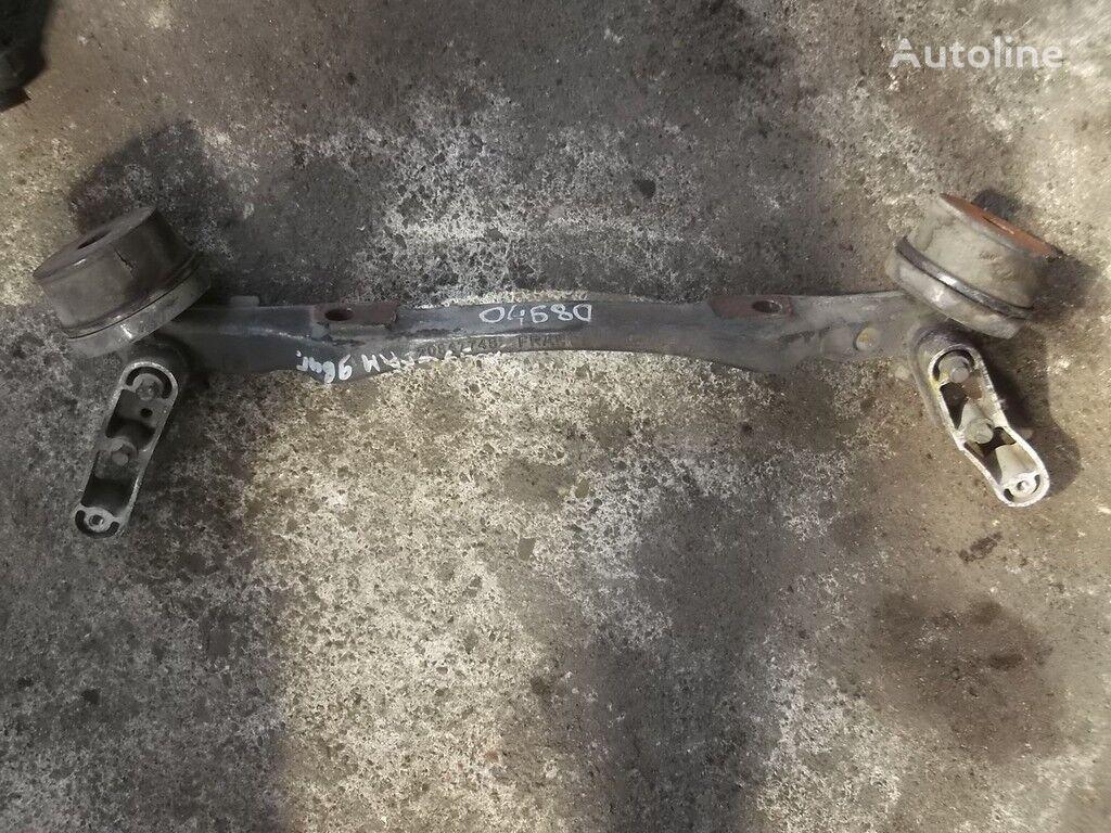 elementi di fissaggio  Volvo Kronshteyn dvigatelya peredniy per camion VOLVO