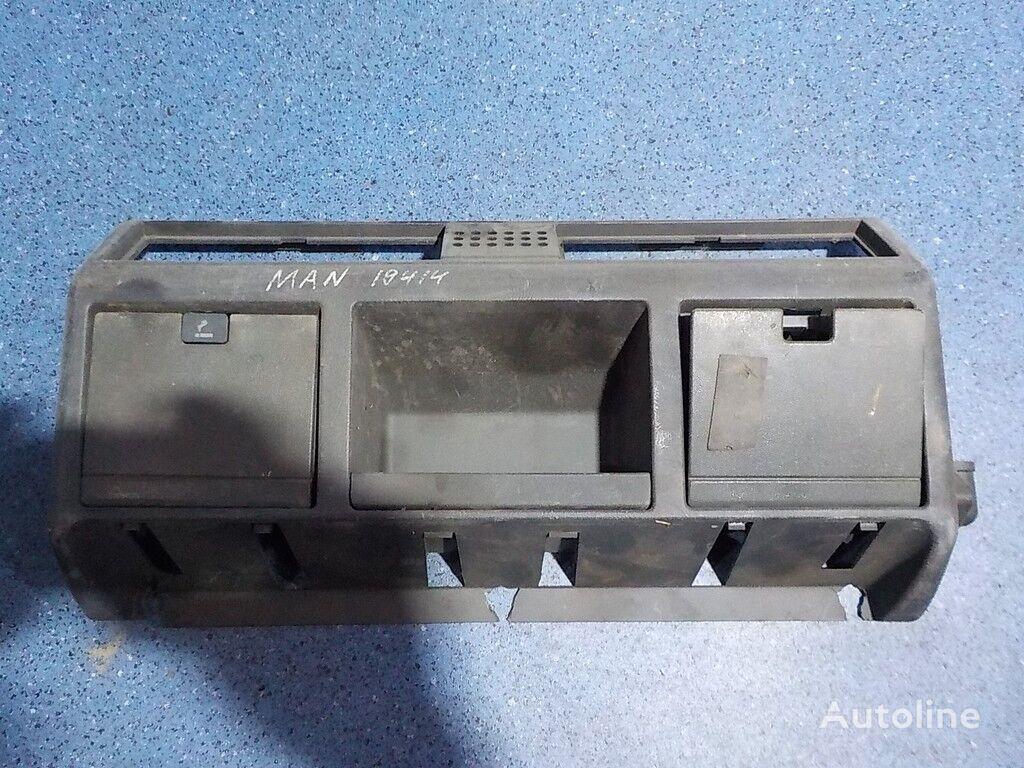 pezzi di ricambi  Kozhuh oblicovochnyy peredney paneli MAN per camion