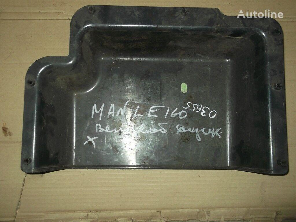 pezzi di ricambi  Yashchik dlya hraneniya sprava per camion MAN