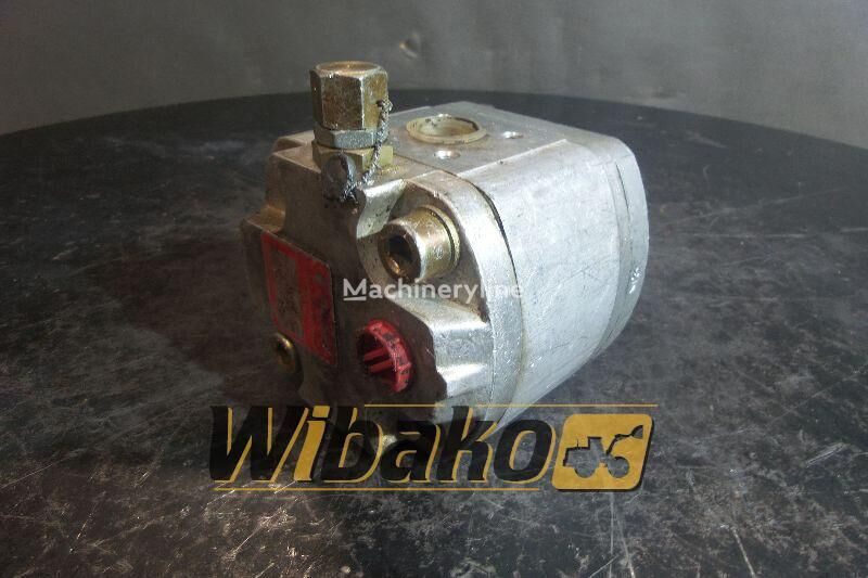 pompa idraulica  Hydraulic pump Poclain 70316908 per escavatore 70316908