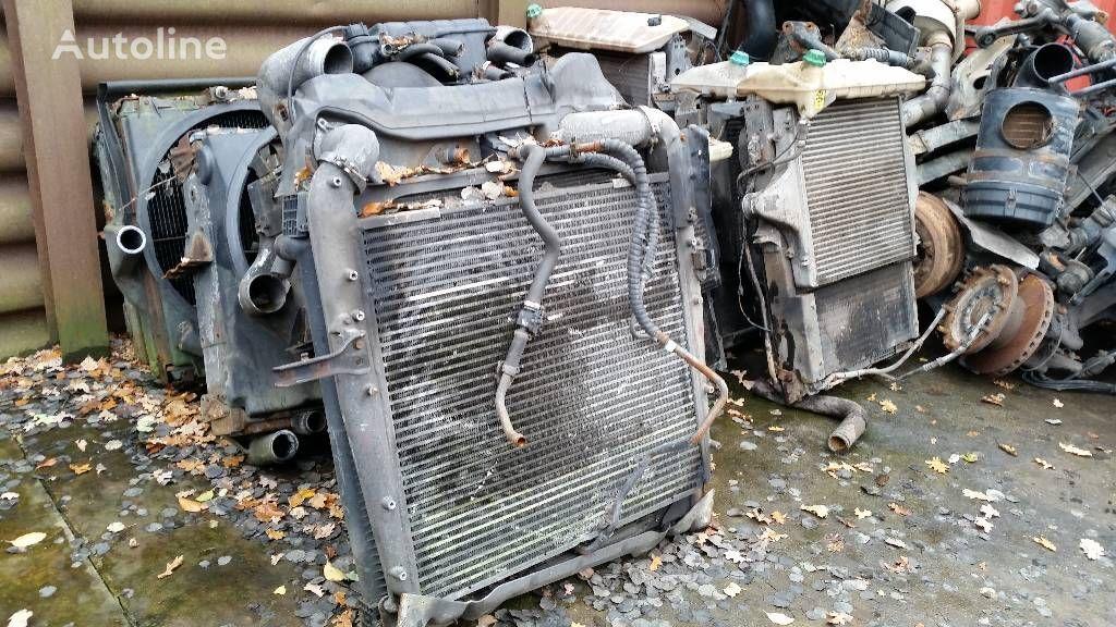 radiatore di raffreddamento motore per camion MERCEDES-BENZ 1840