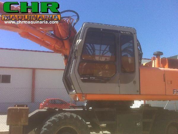 escavatore gommato FIAT-HITACHI FH200W.3