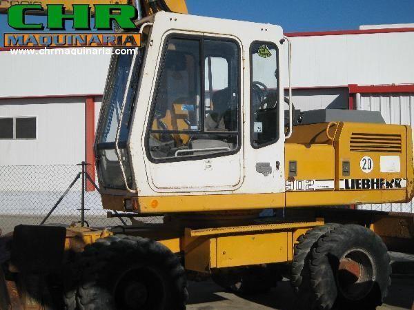 escavatore gommato LIEBHERR 902