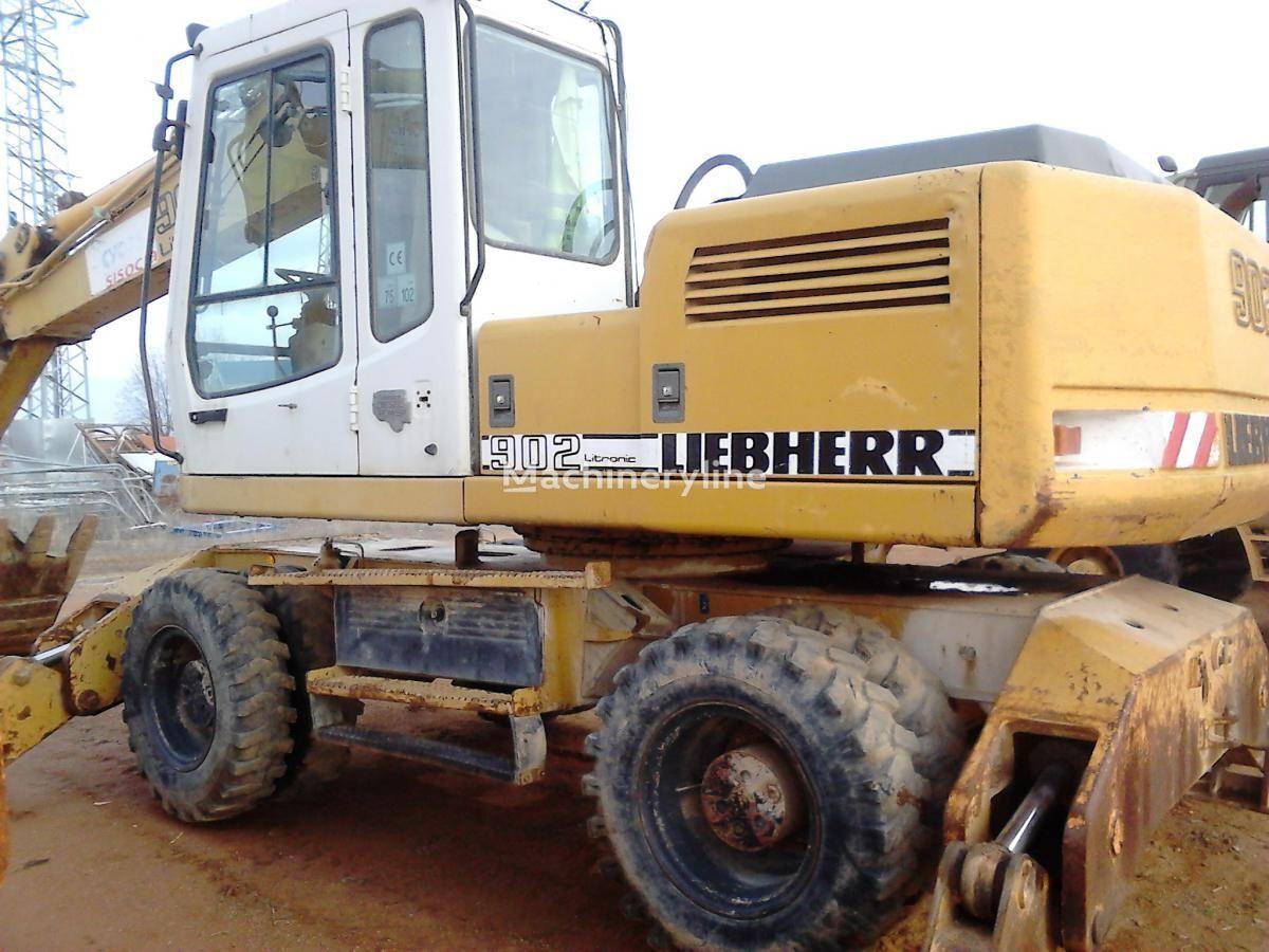 escavatore gommato LIEBHERR A902 Litr.4P