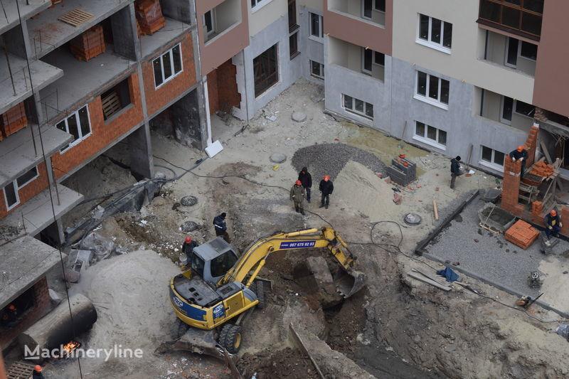 escavatore gommato NEW HOLLAND Mono City