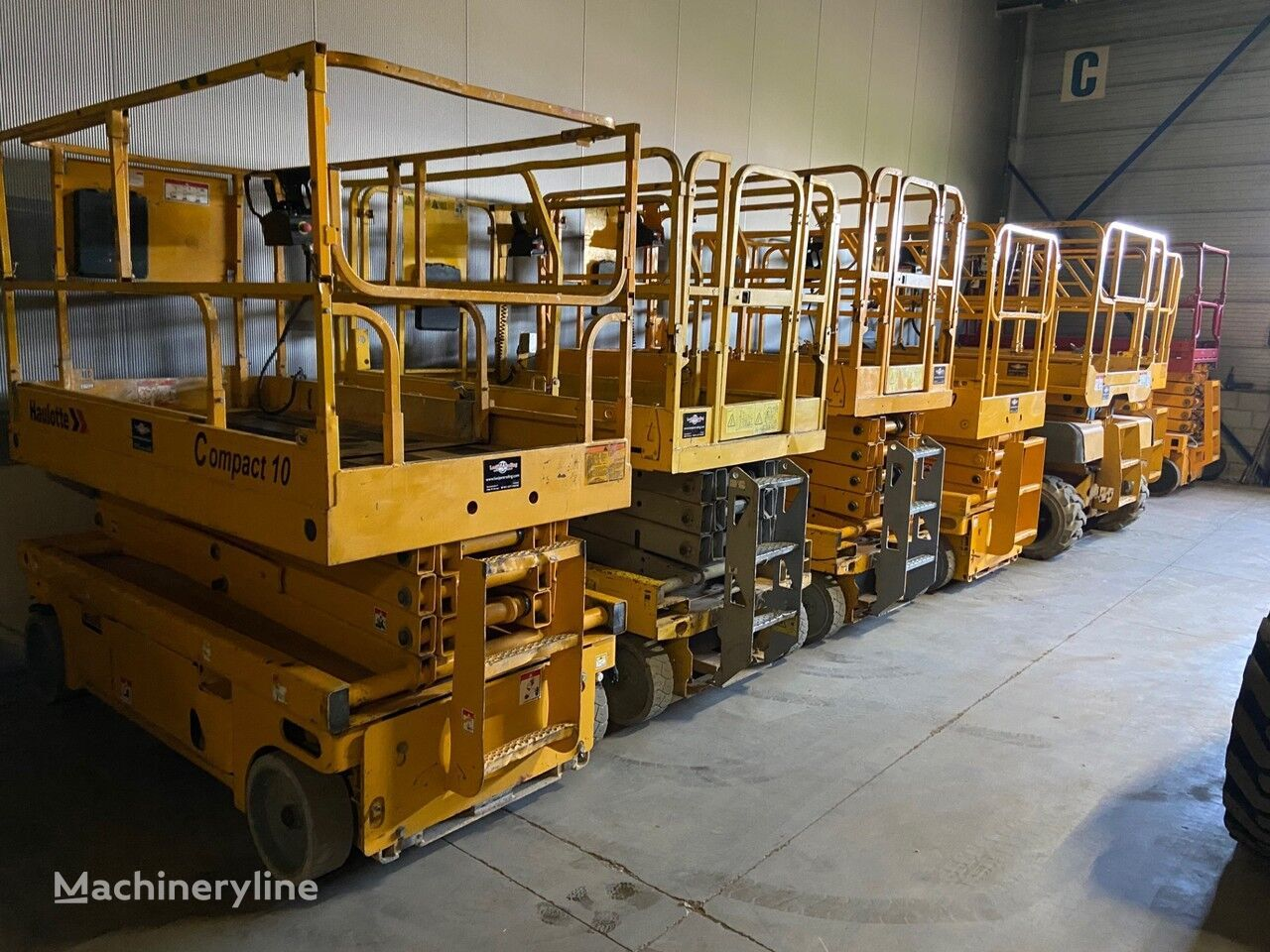 piattaforma elevatrice a forbice Onbekend We have over 30 electric scissorlift in stock !!!