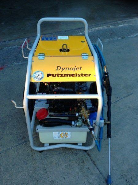 pompa per calcestruzzo carrellata PUTZMEISTER putzmeister dynojet (maquina auxiliar para el plegado de plumas