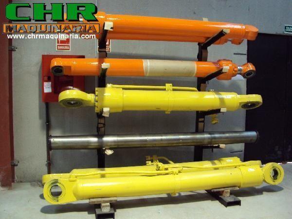 cilindro idraulico KOMATSU per escavatore KOMATSU PC210-6, PC240-6, PC34