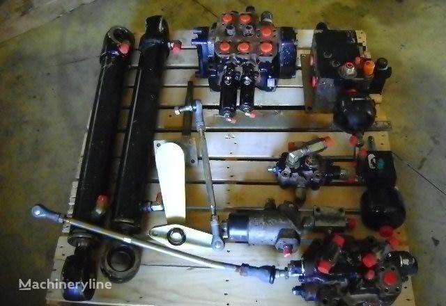 distributore idraulico FIAT-HITACHI per pala gommata FIAT-HITACHI  W 230
