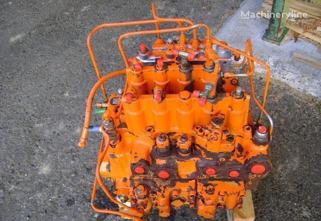 distributore idraulico FIAT-HITACHI Distributor per escavatore FIAT-HITACHI EX 235