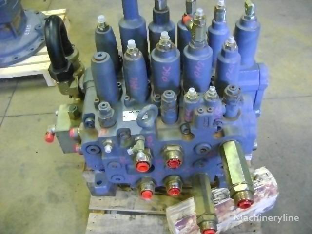 distributore idraulico NEW HOLLAND per escavatore NEW HOLLAND E 385