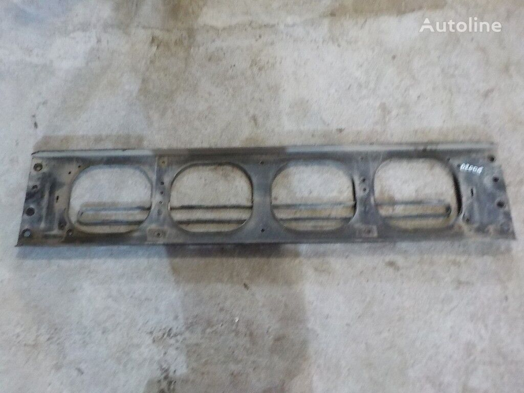 elementi di fissaggio Poperechina perednyaya ramy-kronshteyn reshetki radiatora Volvo per camion