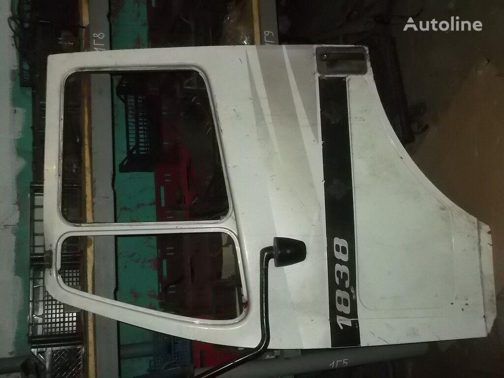 porta perednyaya LH Mercedes Benz per camion