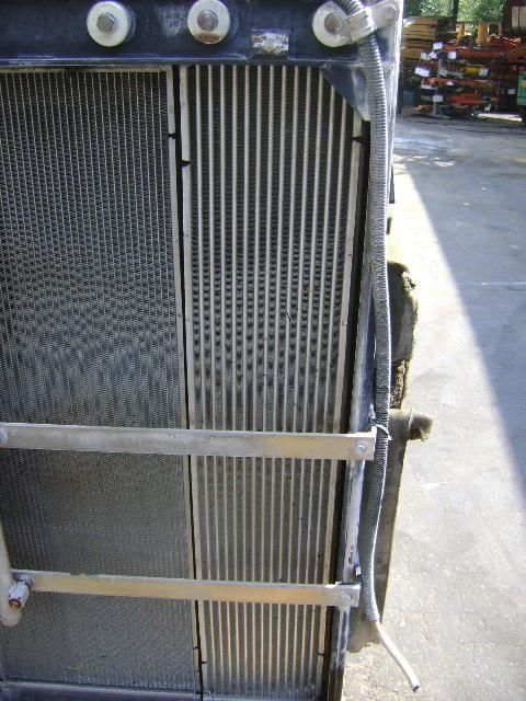 radiatore di raffreddamento motore NEW HOLLAND per escavatore NEW HOLLAND E 385 B