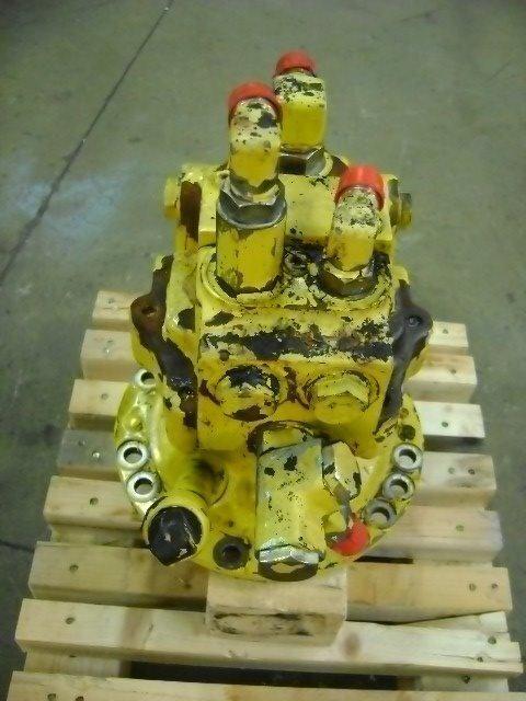 riduttore girevole KOMATSU Motore di rotazione per escavatore KOMATSU PW 130