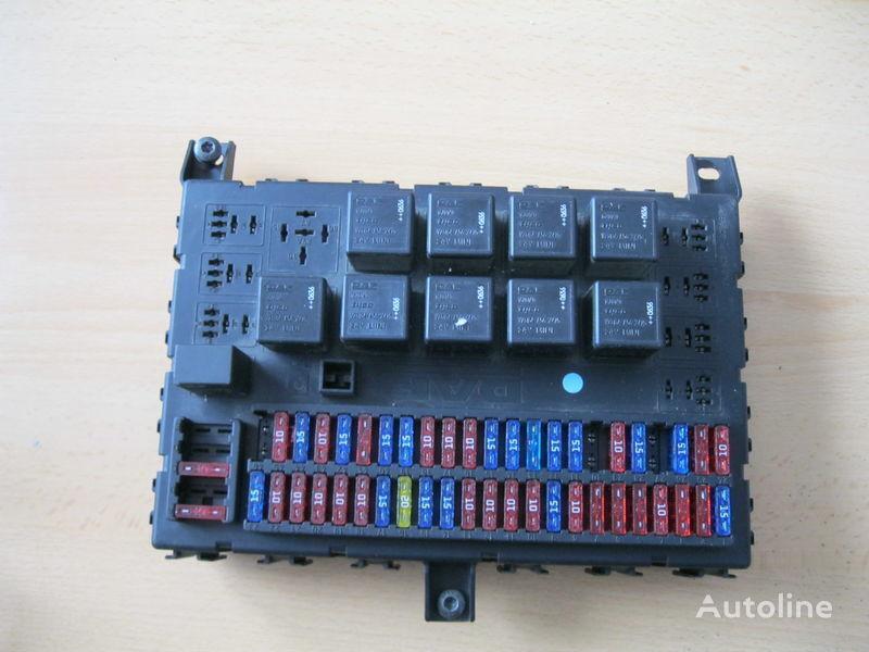 scatola dei fusibili DAF per trattore stradale DAF XF 105